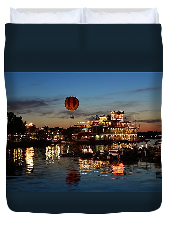 Ballon Duvet Cover featuring the photograph The Great And Powerful Oz Over Downtown Disney by David Lee Thompson
