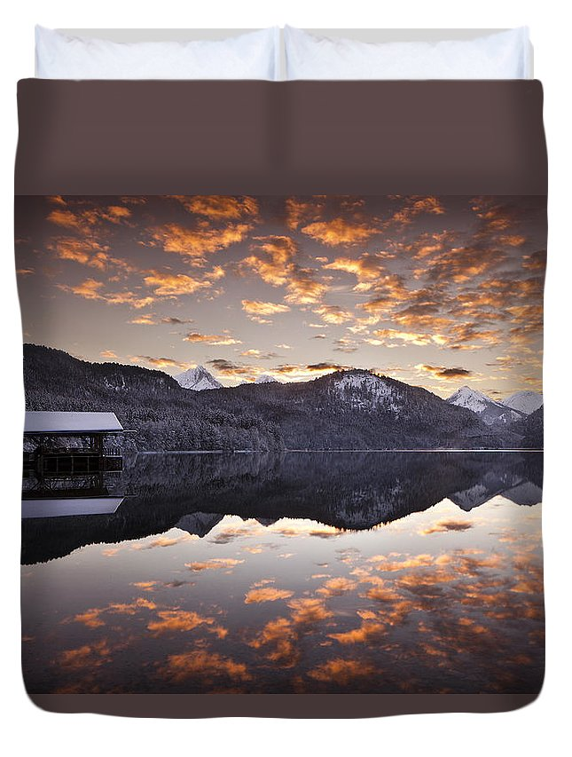 Water Duvet Cover featuring the photograph The Hut By The Lake by Jorge Maia