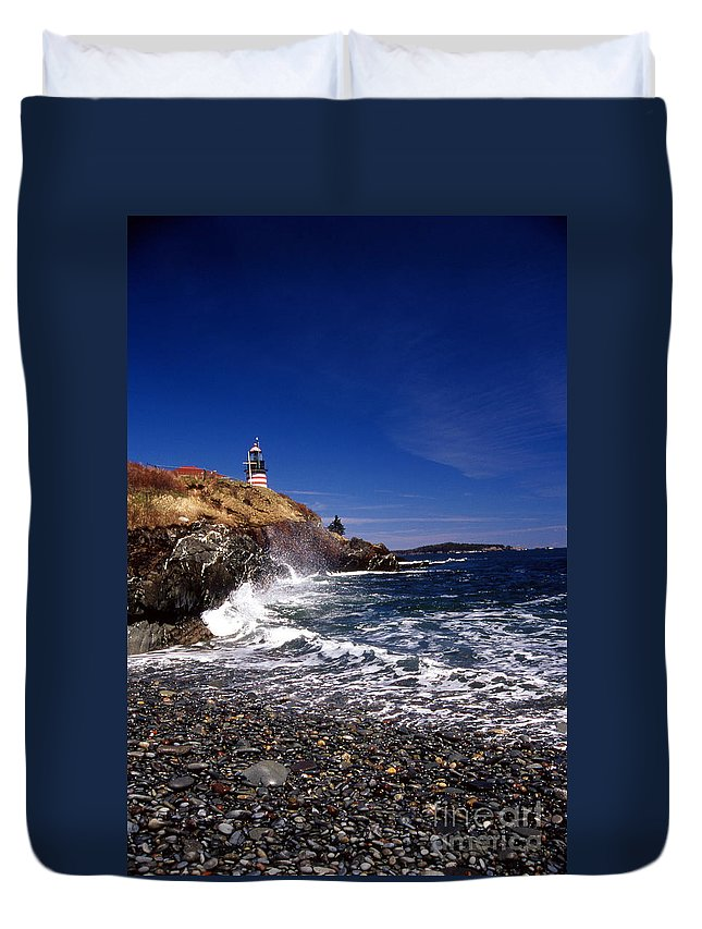 Lighthouses Duvet Cover featuring the photograph The Ligthouse At West Quoddy by Skip Willits