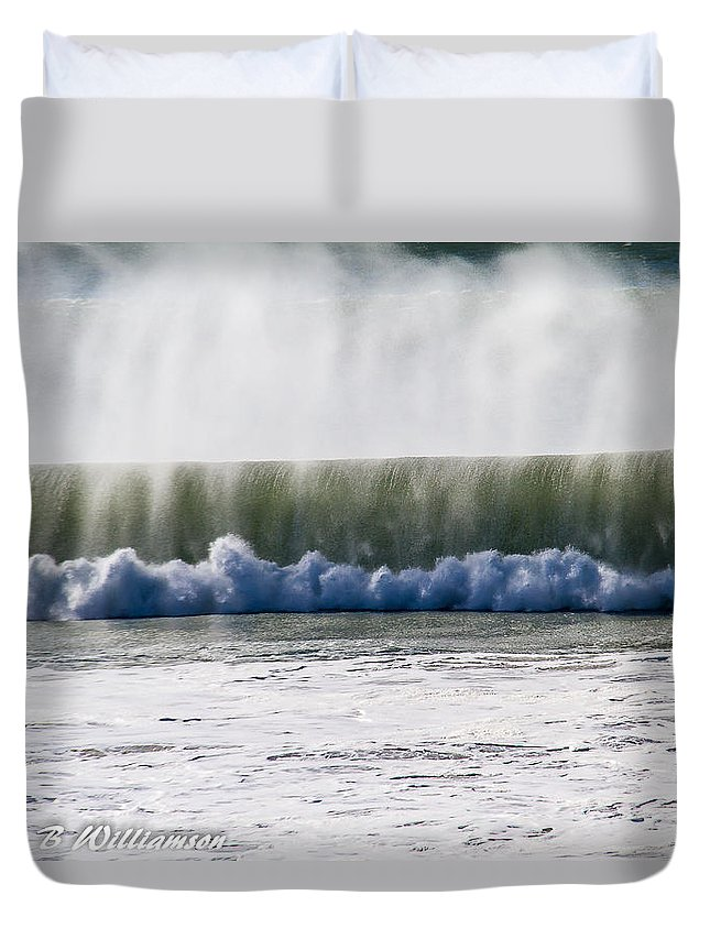 Waves Duvet Cover featuring the photograph The Oceans Energy by Brian Williamson