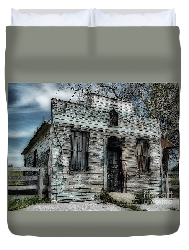 Scenic Tours Duvet Cover featuring the photograph The Old Post Office by Skip Willits