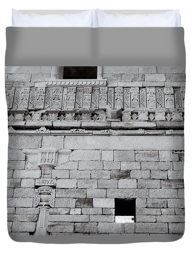 India Duvet Cover featuring the photograph The Rajput Wall by Shaun Higson