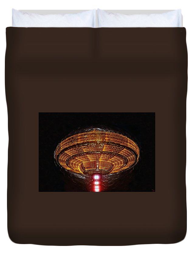 Flying Saucer Duvet Cover featuring the painting The Saucer by David Lee Thompson