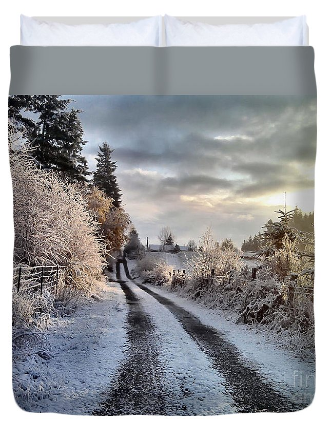 Landscape Duvet Cover featuring the photograph The Way Home by Rory Sagner