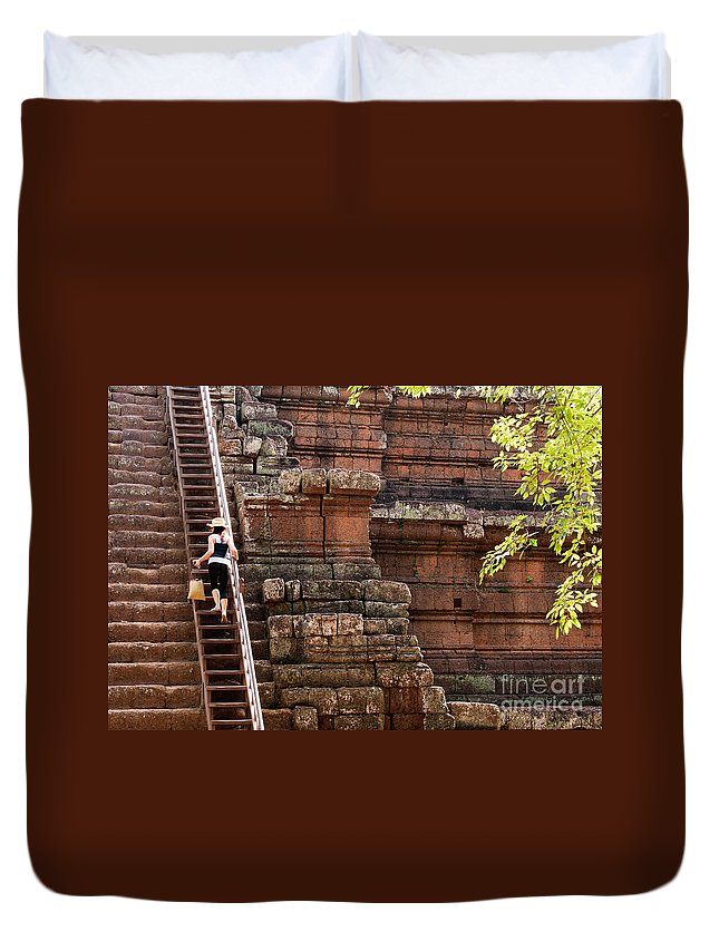 Tourist Duvet Cover featuring the photograph The Way Up by Rick Piper Photography