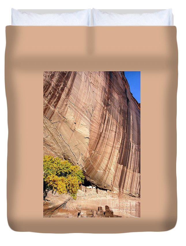 White House Duvet Cover featuring the photograph The White House by Bob Phillips