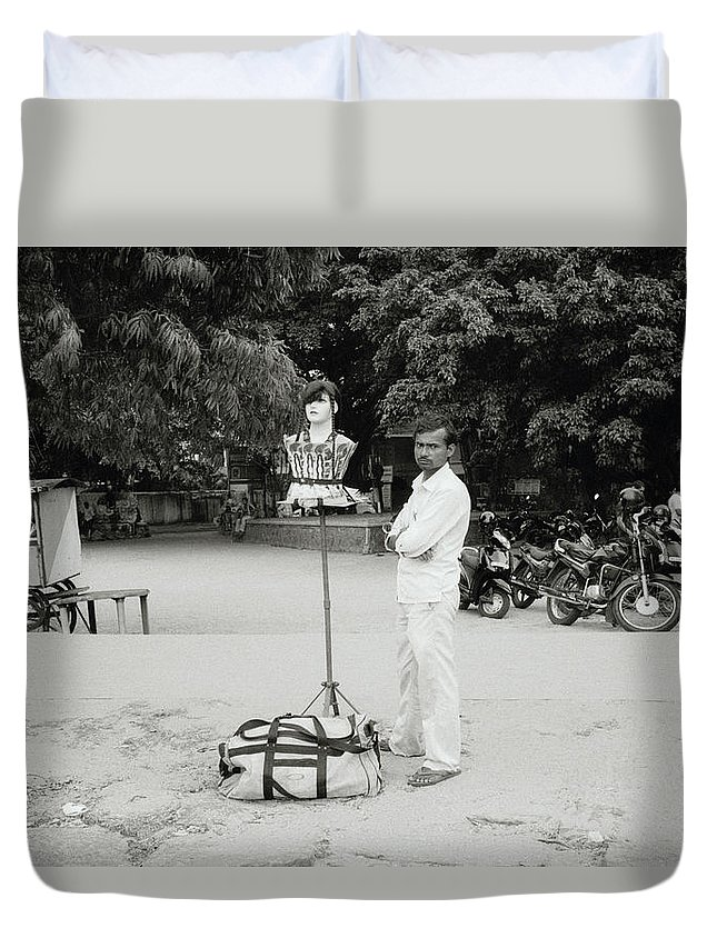 India Duvet Cover featuring the photograph The Wig Seller by Shaun Higson