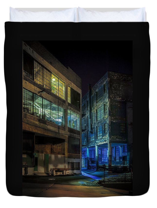Alley Duvet Cover featuring the photograph Third Ward Alley by Scott Norris