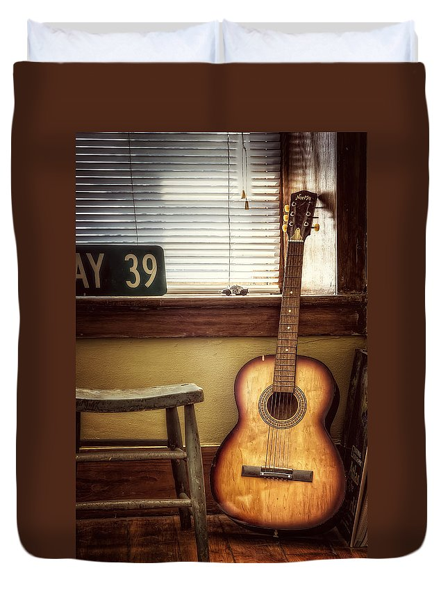 Guitar Duvet Cover featuring the photograph This Old Guitar by Scott Norris