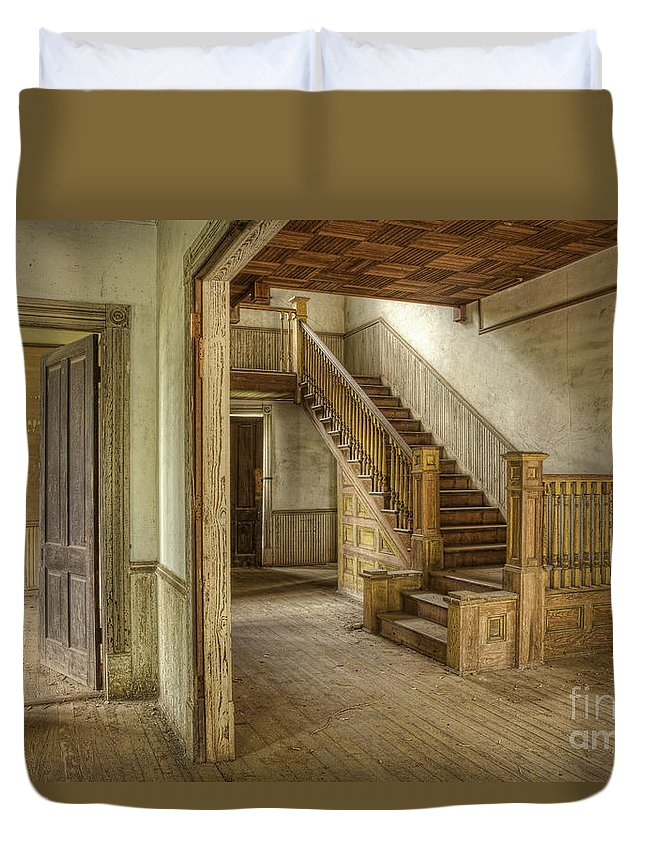 Floor Duvet Cover featuring the photograph This Old House by Linda D Lester