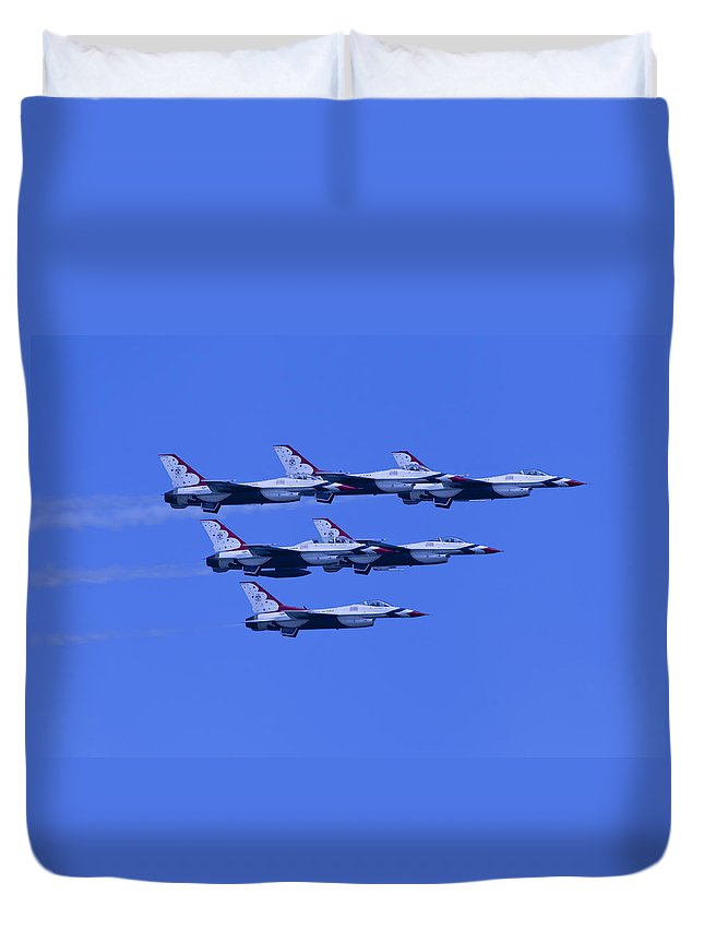Thunderbirds Duvet Cover featuring the photograph Thunderbirds Diamond Formation All 6 by Donna Corless