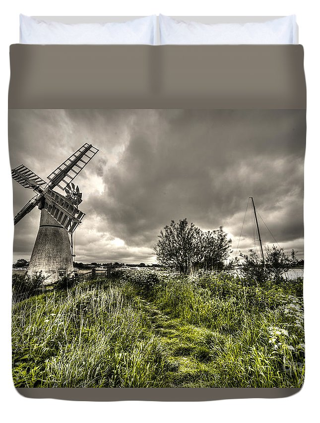 Thurne Duvet Cover featuring the photograph Thurne Wind Pump by Rob Hawkins