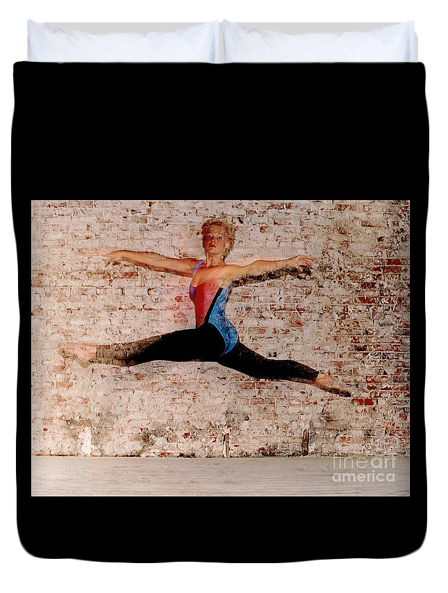 Gary Gingrich Duvet Cover featuring the photograph Shelly Ballet Jump by Gary Gingrich Galleries