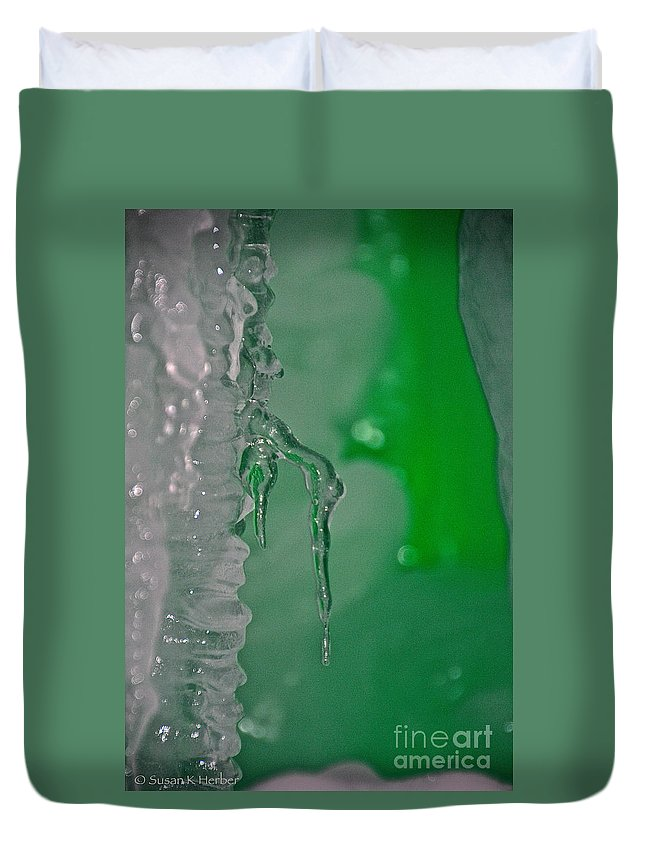 Ice Duvet Cover featuring the photograph Tiny Icicle by Susan Herber