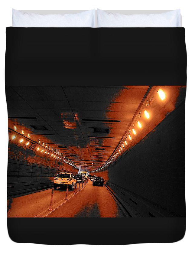 Roads Duvet Cover featuring the photograph To Queens by John Schneider