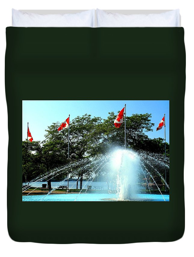 Toronto Duvet Cover featuring the photograph Toronto Island Fountain by Ian MacDonald
