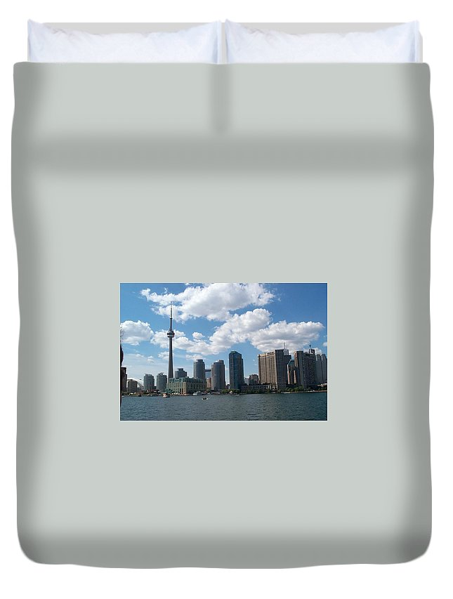 Toronto Duvet Cover featuring the photograph Toronto Skyline by Barbara McDevitt