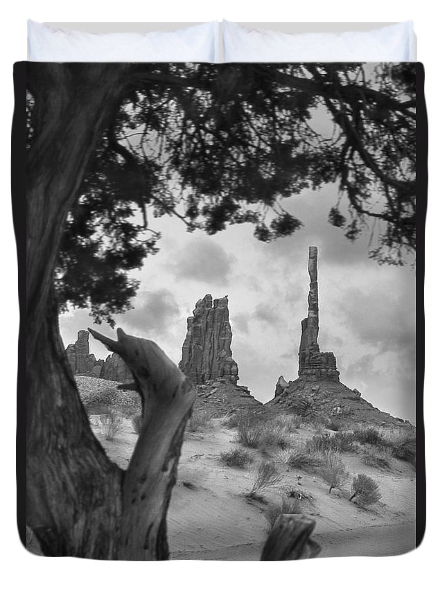Totem Pole Duvet Cover featuring the photograph Totem Pole - Arizona by Mike McGlothlen