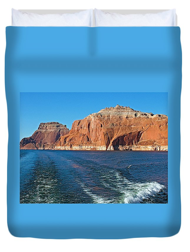 Tour Boat Wake Lake Powell In Glen Canyon National Recreation Area Duvet Cover featuring the photograph Tour Boat Wake In Lake Powell In Glen Canyon National Recreation Area-utah by Ruth Hager
