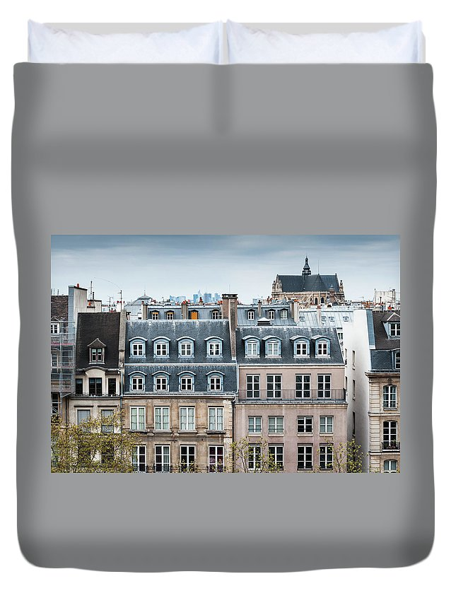 Built Structure Duvet Cover featuring the photograph Traditional Buildings In Paris by Mmac72