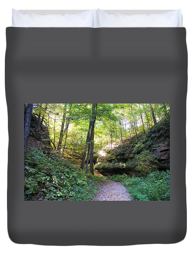 Devil's Punch Bowl Wildcat Den Muscatine Ia Duvet Cover featuring the photograph Trail To Devil's Punch Bowl Wildcat Den by Cynthia Woods
