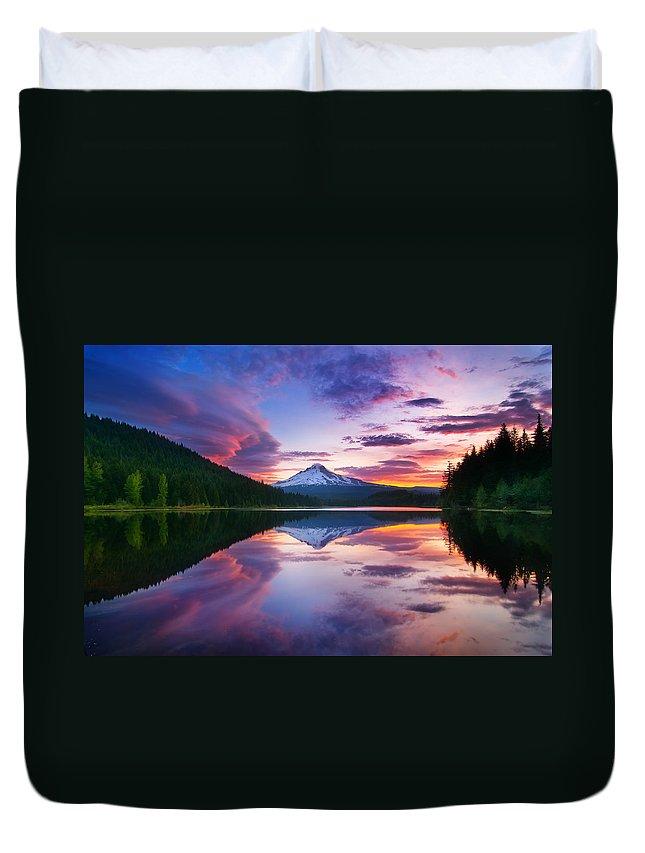 Trillium Lake Duvet Cover featuring the photograph Trillium Lake Sunrise by Darren White