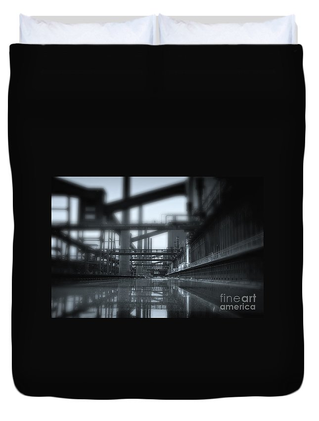 Tunnel Duvet Cover featuring the photograph Tunnel Vision by Jan Brons