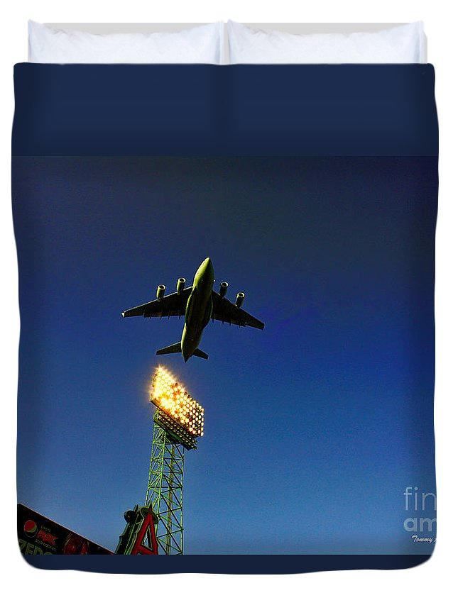 Anaheim Angels Duvet Cover featuring the photograph Twilight's Last Gleaming by Tommy Anderson