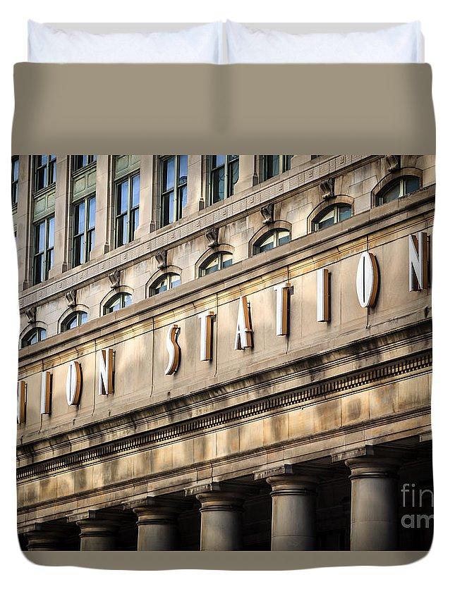 America Duvet Cover featuring the photograph Union Station Chicago Sign And Building by Paul Velgos