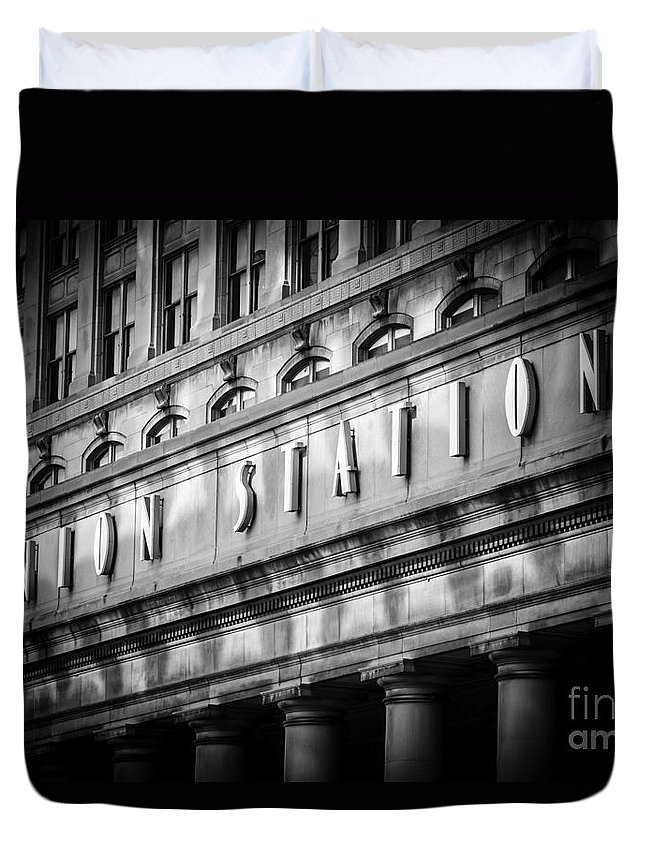 America Duvet Cover featuring the photograph Union Station Chicago Sign In Black And White by Paul Velgos