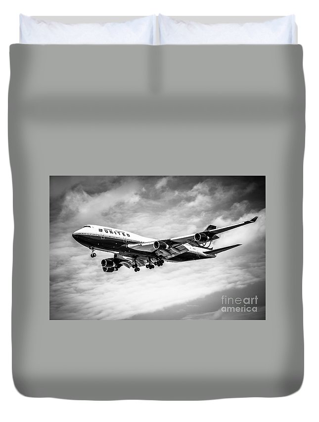 747 Duvet Cover featuring the photograph United Airlines Airplane In Black And White by Paul Velgos