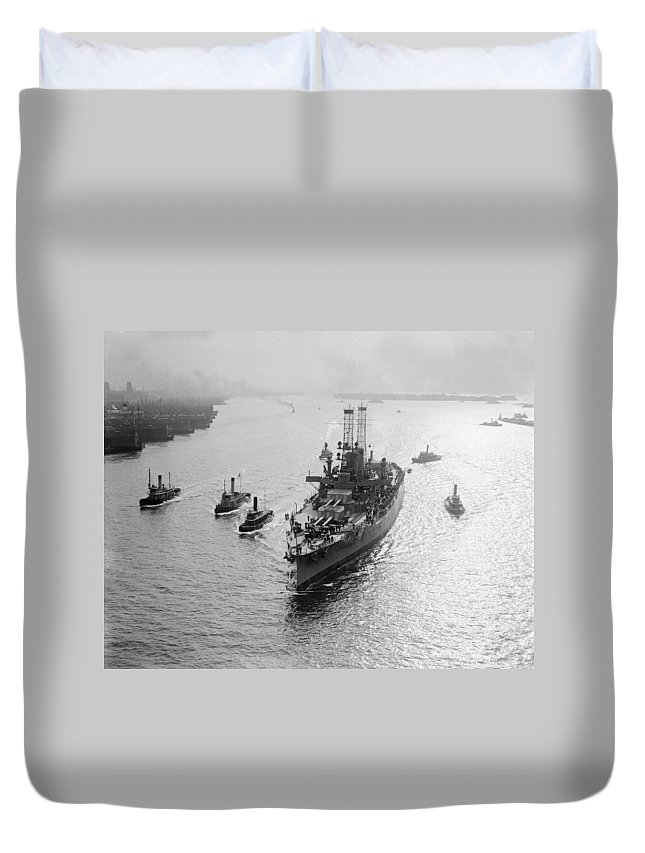 1912 Duvet Cover featuring the photograph Uss Wyoming, C1912 by Granger