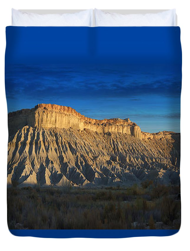 Landscape Duvet Cover featuring the photograph Utah Outback 40 Panoramic by Mike McGlothlen