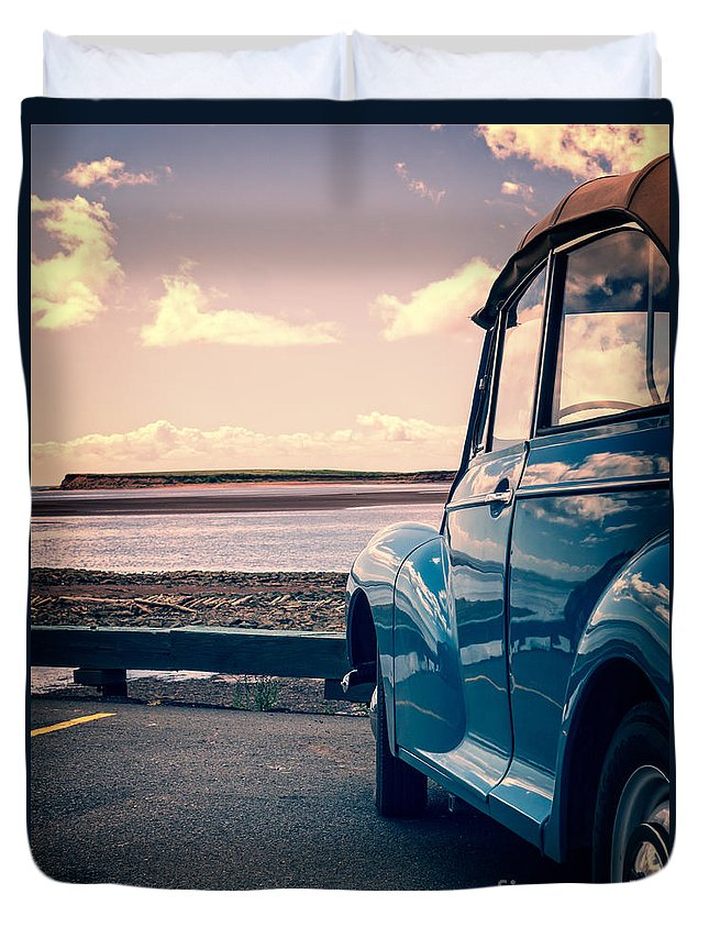 Beach Duvet Cover featuring the photograph Vintage Car At The Beach by Edward Fielding