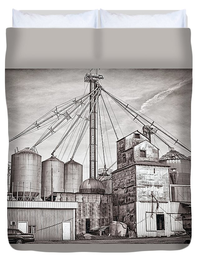 East Leroy Duvet Cover featuring the photograph Voyces Mill by Sennie Pierson