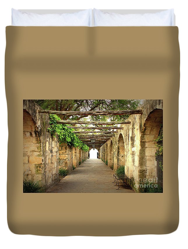 Alamo Duvet Cover featuring the photograph Walk To The Light by Carol Groenen