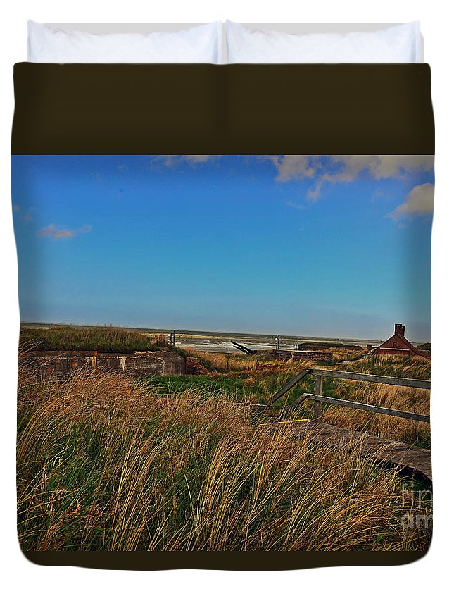 Travel Duvet Cover featuring the photograph Walk To Wall by Elvis Vaughn