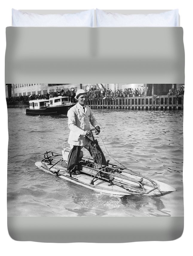 1 Person Duvet Cover featuring the photograph Walking On San Francisco Bay by Underwood Archives