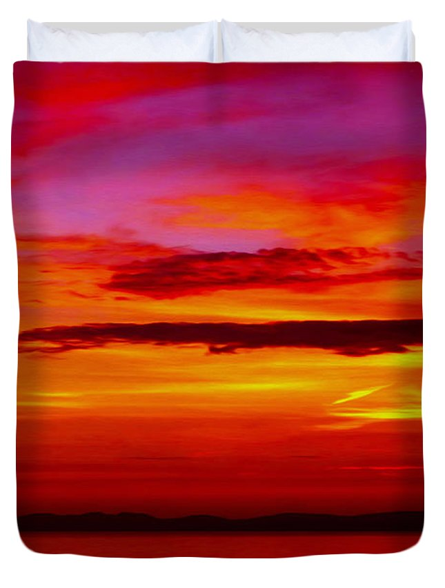 Seascape Duvet Cover featuring the photograph Warm Sunset by P Donovan