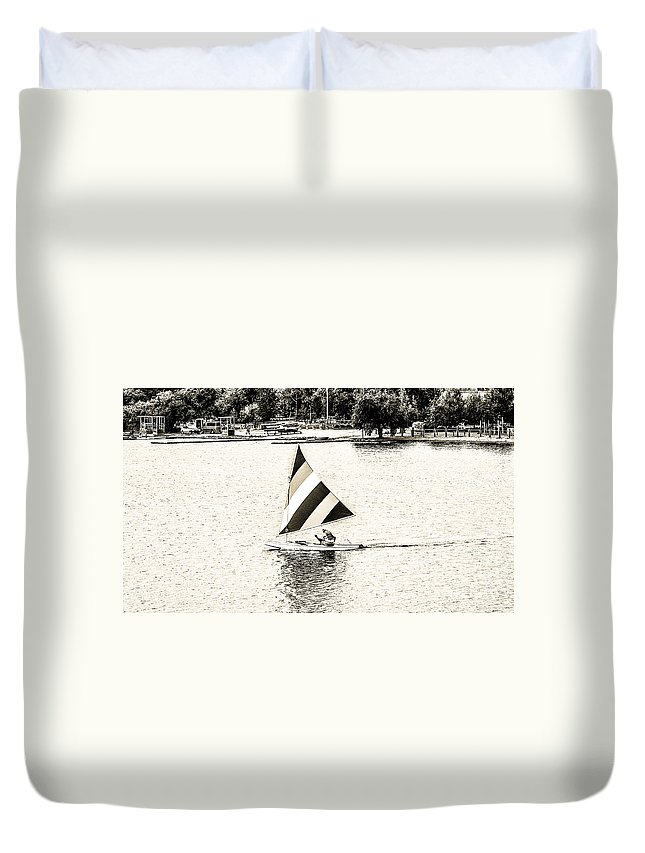 Open Sailing Duvet Cover featuring the photograph Wascana-19 by David Fabian
