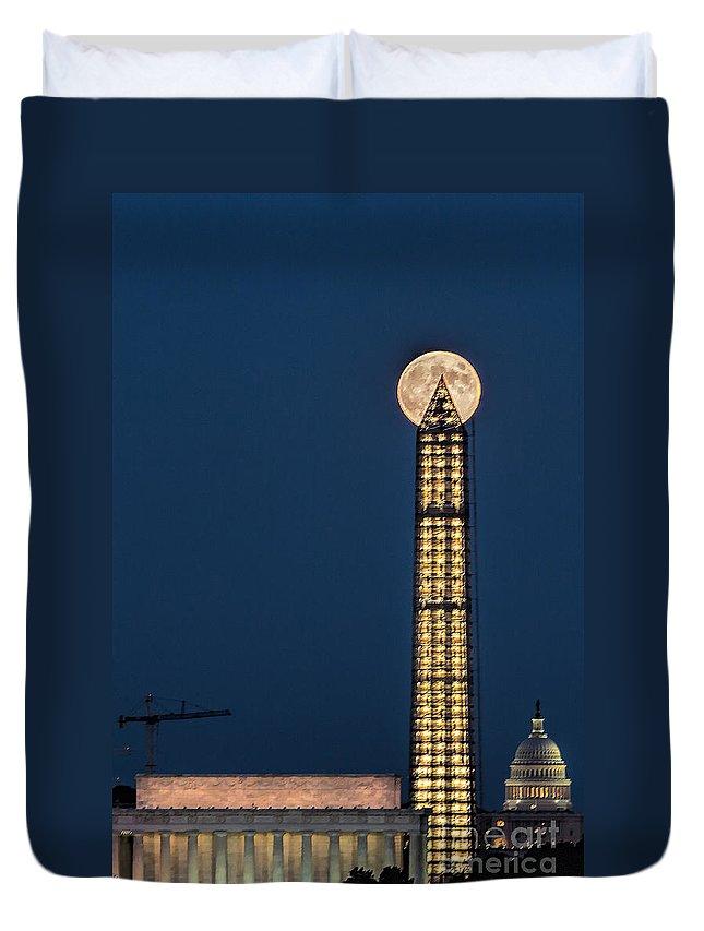Full Moon Duvet Cover featuring the photograph Washington Monument Piercing The Full Moon by Izet Kapetanovic