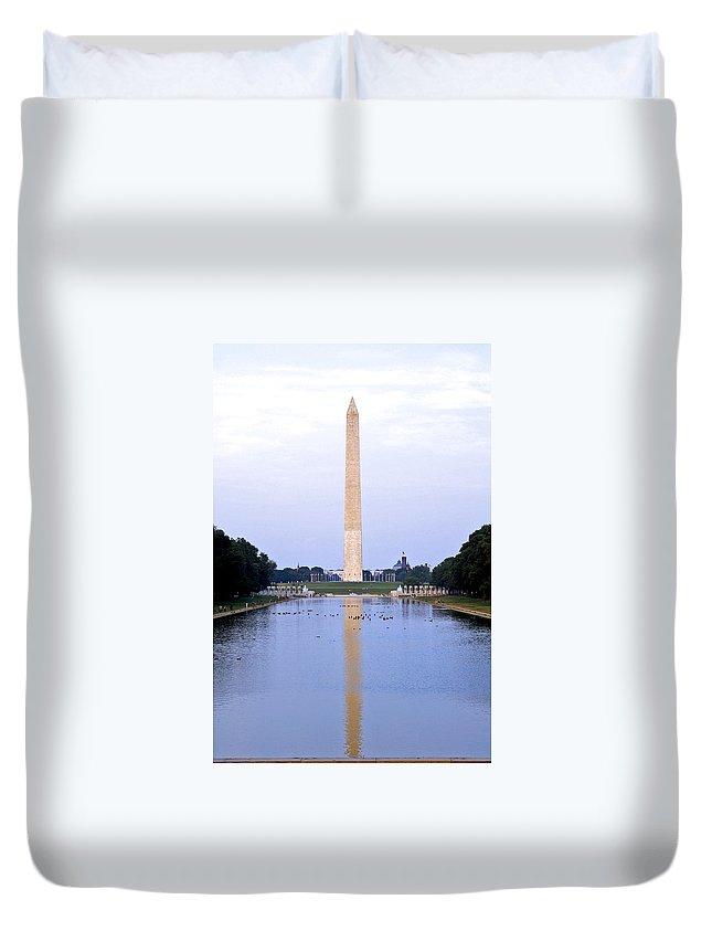 Washington D.c. Duvet Cover featuring the photograph Washington Reflects by Pablo Rosales
