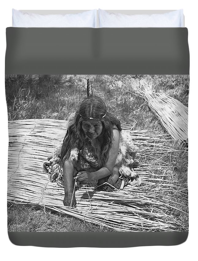 1 Person Duvet Cover featuring the photograph Weaving Tules Into Walls by Underwood Archives Onia