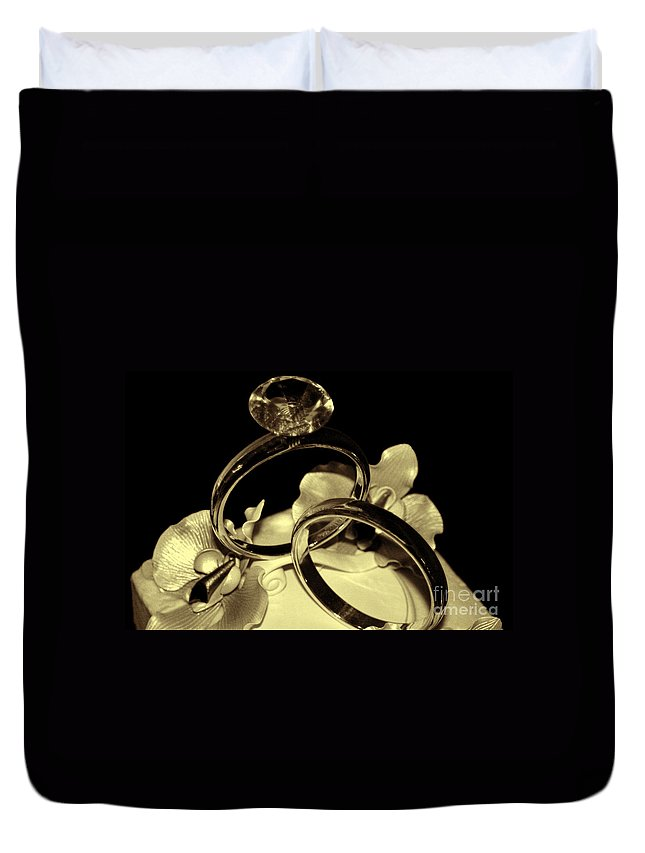 Antique Duvet Cover featuring the photograph Wedding Rings Cake Top Blk Antiqued by Lesa Fine
