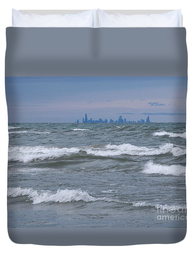 Chicagoland Duvet Cover featuring the photograph Windy City Skyline by Ann Horn