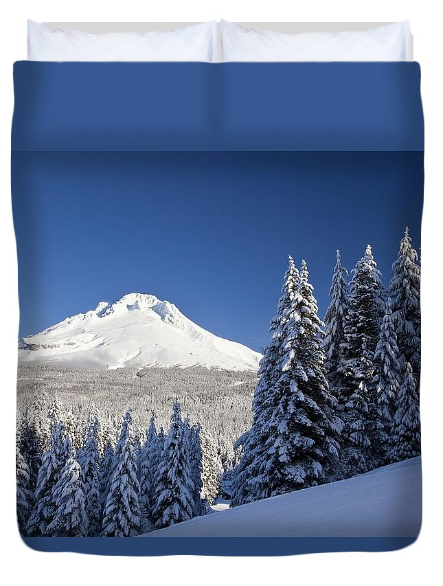 Cascade Range Duvet Cover featuring the photograph Winter Snow Over The Cascade Range by Craig Tuttle
