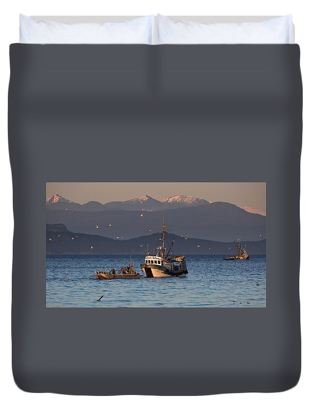 Silver Totem Duvet Cover featuring the photograph Working The Nets by Randy Hall