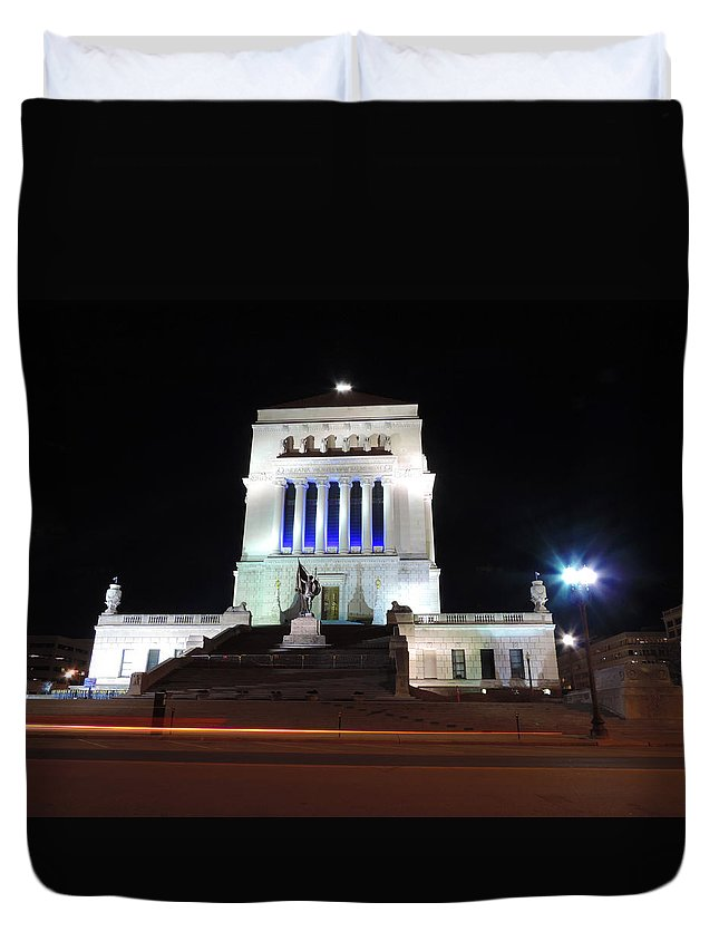 City Duvet Cover featuring the photograph World War Memorial In Indianapolis by Cityscape Photography