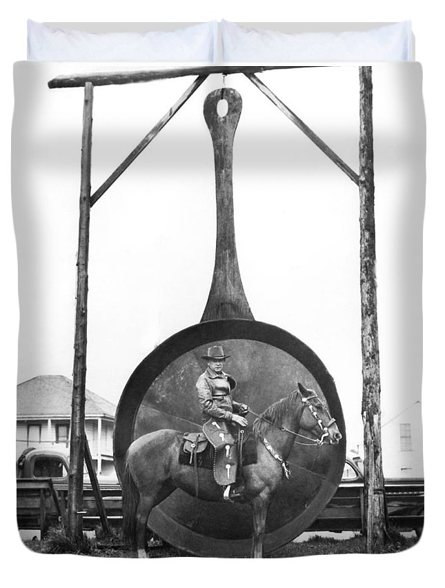 1 Animal Duvet Cover featuring the photograph World's Largest Frying Pan by Underwood Archives