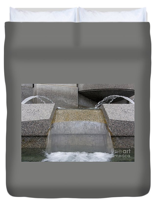 Washington Duvet Cover featuring the photograph Ww2 Memorial by Steven Ralser